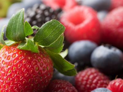 10_foods_berries_raychel_deppe.jpg